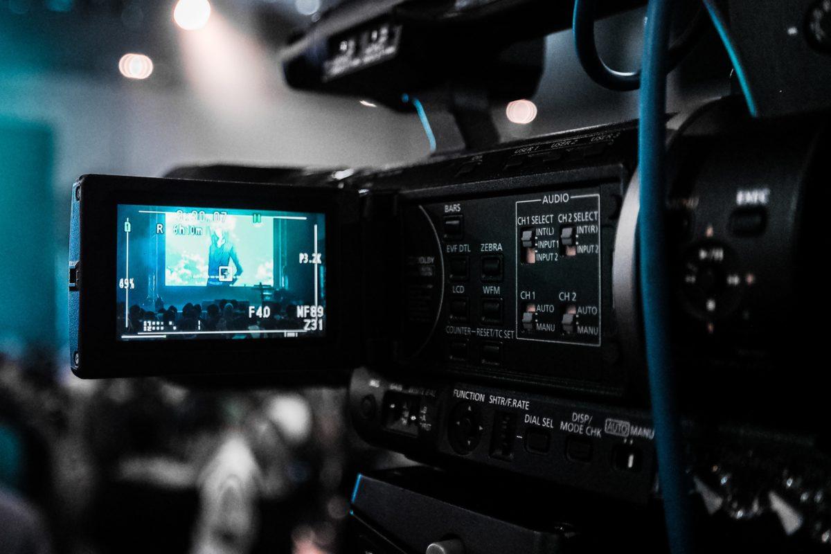 Как инвестировать в кино? Акции кинокомпаний, фонды и блокчейн
