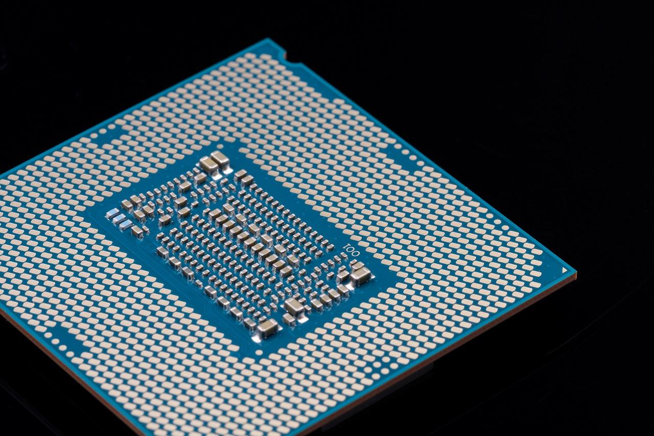 Акции Intel упали до минимума за шесть месяцев. Но аналитик советует покупать