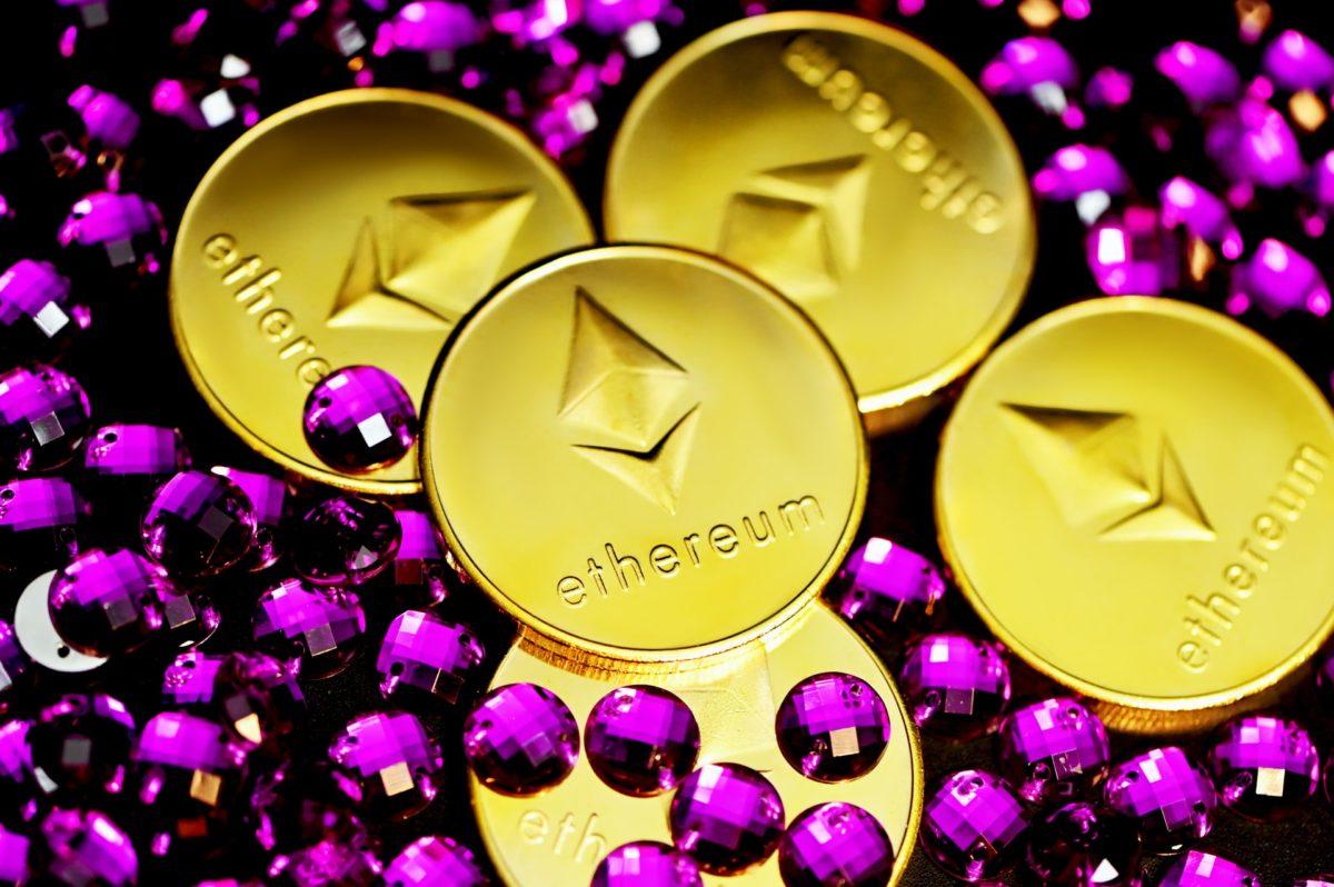 Криптобиржа Coinbase начнет торговать NFT-токенами. Это хороший драйвер для роста акций, если бы не два